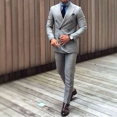 The 5 Basic Suits That You Must Absolutely Own If You Are A Professional Mens Fashion Blog, Mens Fashion Suits, Mens Suits, Men's Fashion, Fashion Advice, Sharp Dressed Man, Well Dressed Men, Windowpane Suit, Moda Masculina