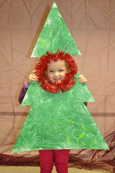 kerstboom met scheerschuim en groene verf: afgewerkt met kerstslinger
