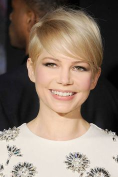 Michelle Williams Baby Blonde Hair color gives her a youthful and innocent appeal. Super Short Hair, Short Hair Cuts, Short Hair Styles, Short Pixie, Pixie Cut, Baby Blonde Hair, At Home Hair Color, Madame, Textured Hair