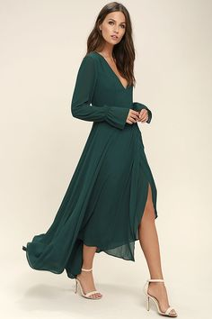 You'll be the life of the party thanks to your effervescent attitude and the Bubbly Babe Forest Green Backless Maxi Dress! Long sleeve maxi dress with a sexy backless silhouette. Bridesmaid Dresses With Sleeves, Backless Maxi Dresses, Maxi Dress With Sleeves, Long Sleeve Formal Dress, Maxi Skirts, Elegant Dresses, Pretty Dresses, Belle Silhouette, Emerald Dresses