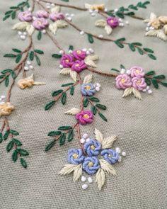 Hikayede paylaştıktan sonra DM den çokça beğeni mesajı gelince burada da paylaşayım dedim 😊 E burada da beklerim o zaman 🙈😇❤❤❤ . . .… Hand Embroidery Dress, Crewel Embroidery, Silk Ribbon Embroidery, Cross Stitch Embroidery, Diy Sewing Projects, Sewing Crafts, Bead Crochet, Delicate, Instagram
