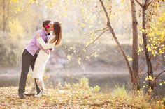 O beijo contém uma carga erótica e amorosa muito maior que o sexo em si. Não é à toa que prostitutas não beijam os clientes. Como símbolo, o beijo representa a entrega, o laço, a comunhão muito mais que a cópula. É um dos mistérios do amor.  Muita gente tentou ao longo do tempo explicar.  Tenho minha tese. Quero ouvir a sua. Para mim, o beijo é a promessa, a expectativa do que pode vir depois, é a véspera da festa.  É a fantasia.  O sexo é a realidade. Não é mais a véspera, mas a festa…