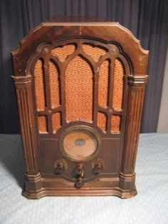 ANTIQE-RCA-VICTOR-MODEL-140-CATHEDRAL-RADIO-WOODEN-TUBE-TYPE-21-3-4-TALL