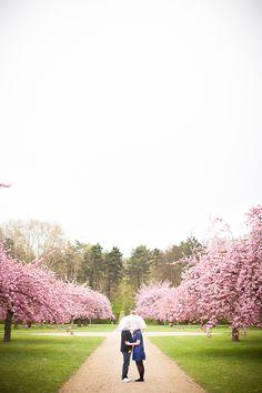 ©Capture Life #engagement session #french #pink #La mariée aux pieds nus