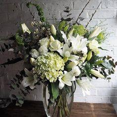 Go on spoil your mum next Sunday #becauseshesworthit #lifeinflowers #mothersdayflowers #mothersdaygift