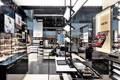 Diseño de locales para cosmética en Aeropuertos – CHANEL Boutique – Guarulhos Ariport – Estudio Birka Coral Gables, Florida, Times Square, Healing, Chanel, Boutique, Commercial Architecture, Architectural Firm, Stained Glass Designs