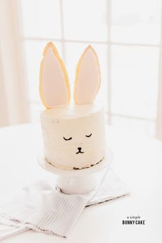 This sweet, sleepy bunny cake is super cute, and just as easy to make! Using big, frosted sugar cookies for ears, your favorite cake and buttercream frosting instantly become an Easter Bunny Cake, Bunny Party, Bunny Birthday, Hoppy Easter, Easter Party, Easter Treats, Easter Eggs, Easter Snacks, Easter Food