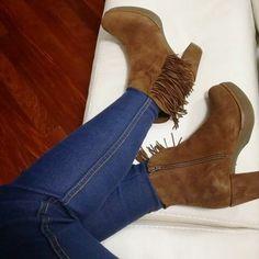 TRONCHETTI MANIA ❄️❤️❄️ -30% 🎉 #saldi #sale #saleoff #frange #tronchetto #belli #scarpe #shopping #shoes #bestoftheday #bestshoes #acquisti #negozioborse #negozioborse #donna #ragazza #followforfollow #follow #woman #girl #followus #tbt #igs #molise #venafro #isernia #cassino