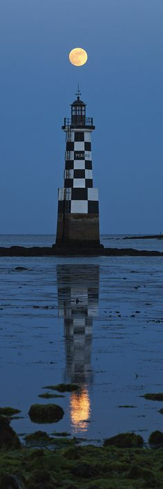 Phare de la Perdrix	checkered black and white, unique in France	mouth of the Pont-l'Abbé Finistère 	Brittany 	France