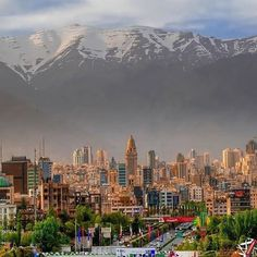 Mount Tochal towering over #Tehran is quite a site.  #Iran   : @tehranpics…