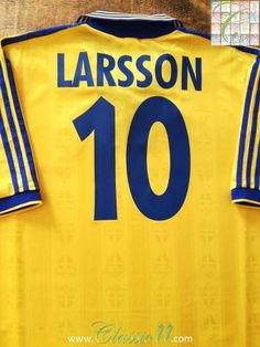52596a61bf9 1998 99 Sweden Home Football Shirt Larsson  10 (L)