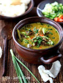 Empal Gentong Cirebon, foto step by stepnya. Asian Recipes, Beef Recipes, Soup Recipes, Cooking Recipes, Ethnic Recipes, Malay Food, Indonesian Cuisine, Indonesian Recipes, Singapore Food