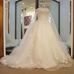 AHW021 New Arrival Elegant Strapless Lace Train Wedding Dresses with Appliques 2017