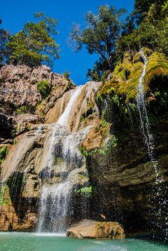 Waterfalls on Tsiribihina River in northwestern Madagascar (by Floris Van Laere).