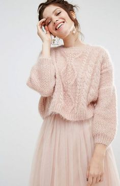 Willow and Paige – Locker geschnittener Strickpullover mit Zopfmuster Knit Fashion, Sweater Fashion, Sweater Outfits, Skirt Outfits, Fashion Outfits, Sweater Skirt Outfit, Womens Fashion, Knitwear Fashion, Cute Outfits