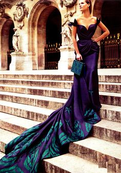 Clara Mas posed for Mario Sierra in the March Issue of Hola ! Alta Costura with the best dress of the season.