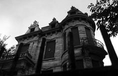 10 of the Most Haunted Homes in the US ~ Creaking floors, inexplicable cold drafts & eerie sounds usually don't top the list of dream house features.  Unless, of course, we're talking about dream haunted house features.  We're forgoing the usual roundup of eye candy in favor of some cobweb-draped places most people wouldn't dare put a down payment on.  Tales of horror, glimpses of ghosts & a bevy of cobweb decor — it's all here.