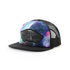 Built with a galaxy print front panel and logo patch for a look that is out-of-this-world, this trucker hat has an adjustable snapback sizing piece at the back for a custom fit.