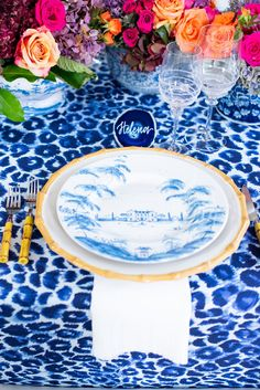 I've been waiting until today to share this gorgeous Blue and White Thanksgiving Tablescape! There is nothing I enjoy more than setting a beautiful table. Thanksgiving Table Settings, Thanksgiving Tablescapes, Blue Dinner Plates, Blue Plates, Ibb Design, Blue And White China, Country Estate, Delft, Bamboo