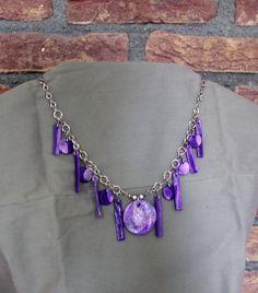ketting met paarse hangers van fimo klei