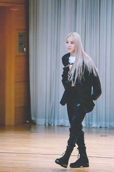 Kpop Girl Groups, Korean Girl Groups, Kpop Girls, Wheein Mamamoo, Solar Mamamoo, Bright Stars, Kpop Fashion, Tomboy, South Korean Girls
