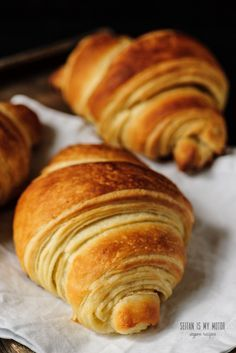 The Ultimate Vegan Croissant. {Part One – Tips and Tricks (English) Croissants made with coconut oil are possible if keep a couple of tricks in mind. Here's what I've learned to make the ultimate vegan croissant. Vegan Croissant, Croissant Recipe, Gluten Free Croissant, Vegan Breakfast Recipes, Vegan Recipes, Cooking Recipes, Recipes Dinner, Bread Recipes, Copycat Recipes