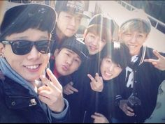 IKON selca vacationing on JeJu Island Kim Jinhwan, Chanwoo Ikon, Yg Entertainment, Bobby, Ikon Songs, Lee Hi, Winner Ikon, Koo Jun Hoe, Hip Hop
