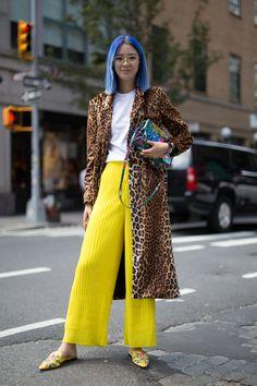 New York Fashion Week Street Style Spring 2018 New York Fashion Week Street Style, Street Style Trends, Korean Street Fashion, Spring Street Style, Cool Street Fashion, Street Styles, Beauty And Fashion, Mode Blog, Glamour