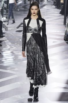 Louis Vuitton Fall 2016 Ready-to-Wear Fashion Show - Alexandra Micu