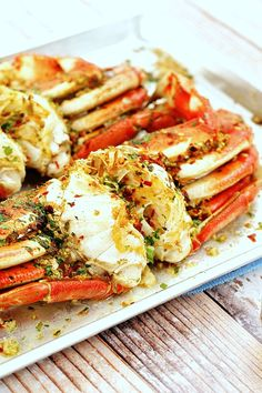 As the article about garlic seafood dishes has drawn interest of many, we're glad to write more about it. The post today is the second part of best garlic seafood dishes, so promise to satisfy your love for good foods and seafood. Fish Recipes, Seafood Recipes, Cooking Recipes, Healthy Recipes, Healthy Options, Recipies, Dungeness Crab Recipes, Crab Dishes, Crab And Lobster