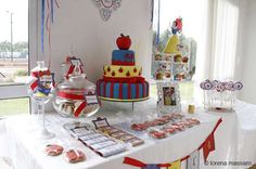 SNOW WHITE / BLANCA NIEVES Birthday Party Ideas | Photo 2 of 21 | Catch My Party