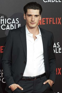 Spanish actor Yon Gonzalez attends 'Las Chicas Del Cable' premiere at the Callao cinema on April 2017 in Madrid, Spain. Orphan Black, Most Beautiful Man, Gorgeous Men, Grey's Anatomy, Films Netflix, Madrid, I Dont Fit In, Spanish Men, Gran Hotel