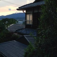 Sunset at Ebisu's Kyoto International Guesthouse Study Abroad, Hostel, Kyoto, Wonderful Places, Travel Tips, Japanese, Sunset, Mansions, World