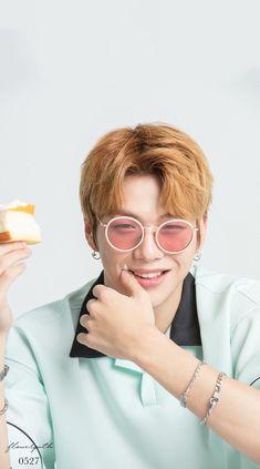 Wanna One Kang Daniel X Kissing Heart Wallpaper Daniel K, Heart Wallpaper, Pop Group, Cute Wallpapers, My Idol, Round Sunglasses, Kisses, Kpop, Peach