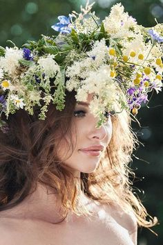 Love Flowers, Flowers In Hair, Wild Flowers, Beautiful Flowers, Blue Picture Frames, Petal Pushers, Ethereal Beauty, Flower Headpiece, Photoshoot Inspiration
