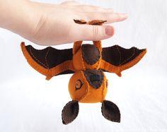 Oh my glob, this felt bat is adorably amazing. I must make it!!!   - LR