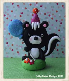skunk topper by Jelly Cakes Designs, via Flickr