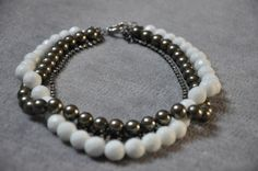 Pearl Necklace, Beaded Necklace, Beaded Bracelets, Pearls, Facebook, Jewelry, Atelier, Jewellery Making, String Of Pearls