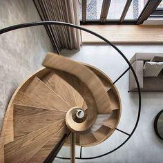 Impresionante escalera de madera