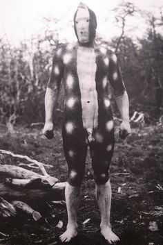 The Lost Tribes of Tierra del Fuego Tierra del Fuego was named after the first European explorers sailed around the southern tip of the Americas in J Pop, Body Painting Men, Body Paintings, Folk, The Doors Of Perception, Weird Creatures, People Of The World, World Cultures, Tribal Art