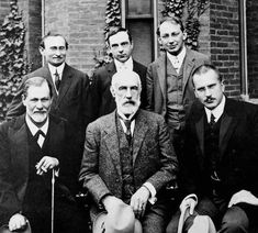 Group photo 1909 in front of Clark University. Front row: Sigmund Freud, G. Stanley Hall, Carl Jung; back row: Abraham A. Brill, Ernest Jones, Sándor Ferenczi