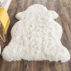 Safavieh Handmade Arctic Shag White Hide Shaped Rug (3' x 5') (SG270A-3S), Ivory, Size 3' x 5' (Polyester, Solid)