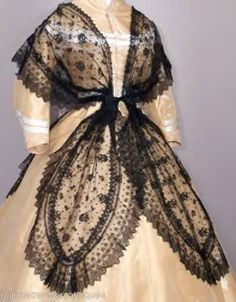 "1855 Chantilly lace fichu front - didn't know that the shawl had a name! It's called a ""fichu"". Half mourning option for a young woman. Vintage Outfits, Vintage Gowns, Vintage Mode, 1850s Fashion, Victorian Fashion, Vintage Fashion, Victorian Era, Historical Costume, Historical Clothing"