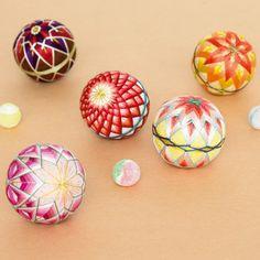 zakka collection [雑貨コレクション]|日本の花々 置いてつるして飾れる 手のひらサイズの加賀てまりの会(12回限定コレクション)|フェリシモ