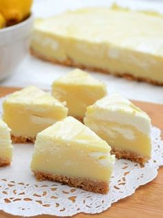 This Lemon Meringue Pie Fudge is like lemon meringue pie in fudge form! It's fudge with a crust! Easy, fast, no cook - this is the perfect lemon fudge recipe. Lemon Desserts, Lemon Recipes, Köstliche Desserts, Fudge Recipes, Candy Recipes, Sweet Recipes, Dessert Recipes, Cookie Recipes, Delicious Fudge Recipe