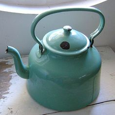 Vintage french enamelware kettle - I will have the sugar bowl soon! Turquoise Cottage, Vintage Turquoise, Vintage Green, Vintage Metal, Vintage Decor, Vitrine Miniature, Vintage Enamelware, Vintage Teapots, Cafetiere