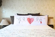 Couples pillow cases His&Her Couple Pillow cover por UsagiMijo Diy Pillows, Throw Pillows, Cute Couple Drawings, Red And White Weddings, Diy And Crafts, Arts And Crafts, Love Craft, Personalized Wedding, Cool Gifts