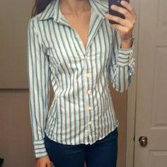 Banana Republic button down shirt! Long sleeve button down shirt! Tops Button Down Shirts