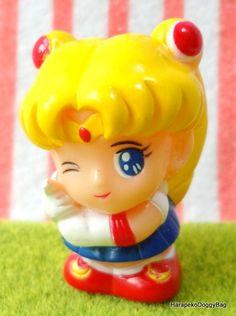 1990s : Japanese Anime / Shojo Manga : Bandai Gashapon Toys : Sailor Moon R : Mascot : Puchi Mini Finger Puppet Toy Figure : Usagi Tsukino