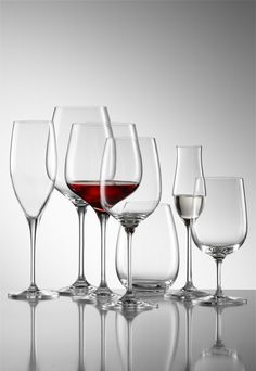 Find out how the wine glass can affect wine taste!  http://hangingwinerackonline.com/types-of-wine-glasses-and-wine-taste/